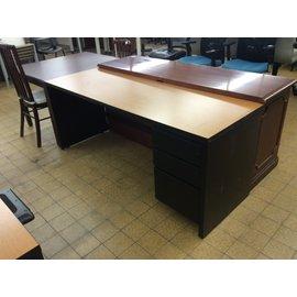 "24x72x29"" Black R/ped desk (2/4/2020)"