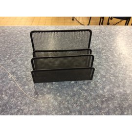 Black wire mesh 3 slot divider (3/10/2020)