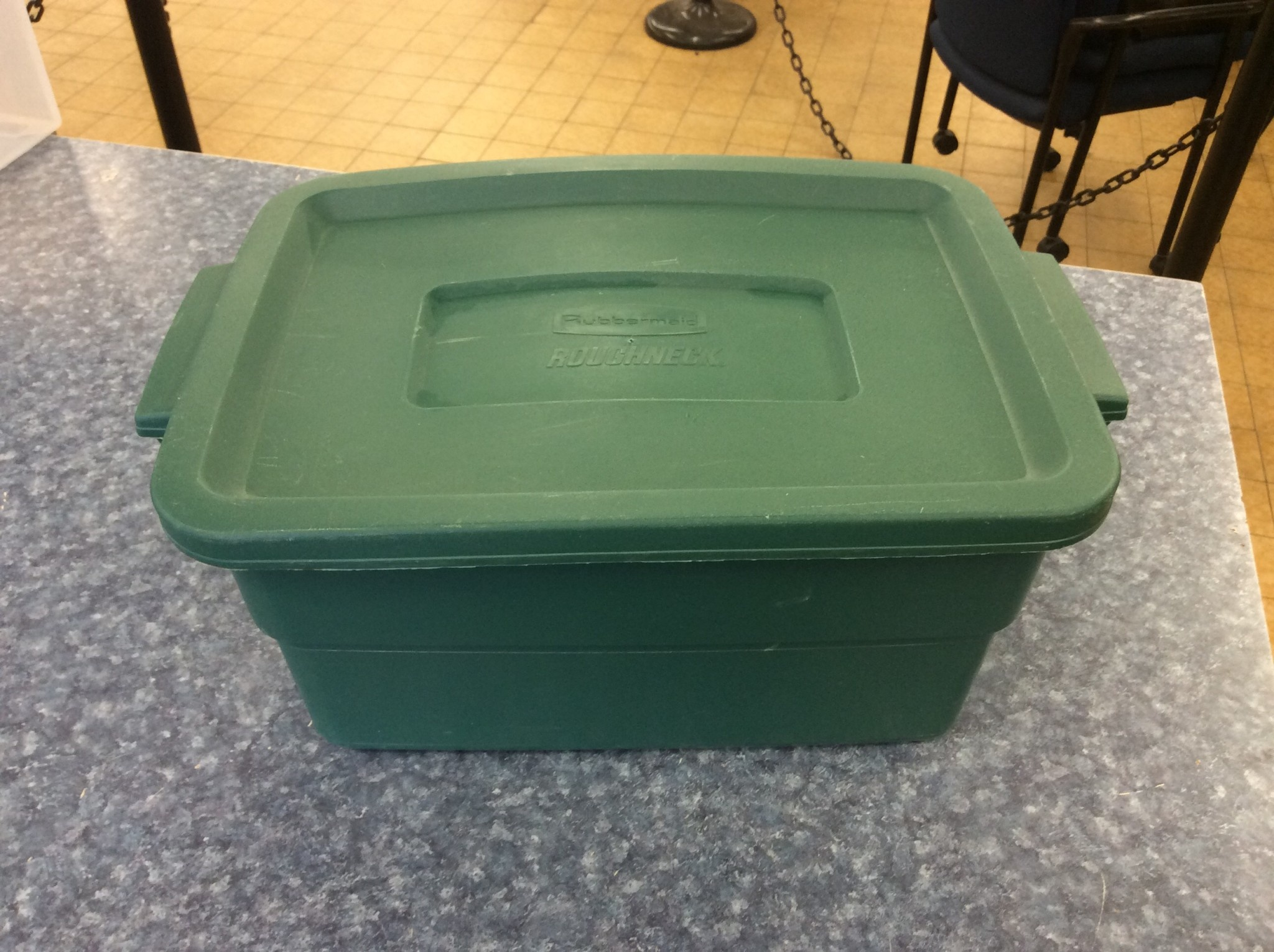 Small Green Rubbermaid Storage Container 4 15 2020 Nd Surplus