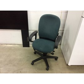 Green steelcase desk chair (8/3/20)