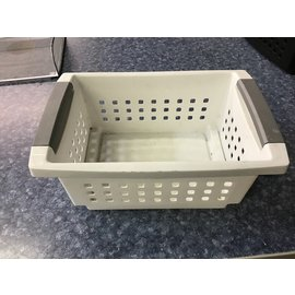 12x9 White plastic basket (4/14/21)