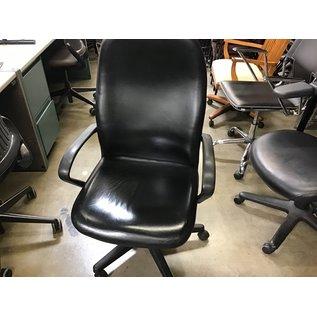 Black vinyl desk chair (4/21/21)