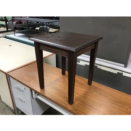 "17 3/4x18x20"" Dk wood end table (4/26/2021)"
