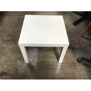 "21 3/4x21 3/4x17 3/4"" White wood table  (6/17/21)"
