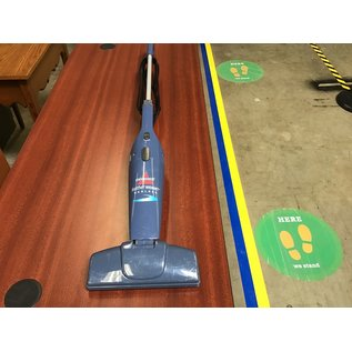 Bissell feather weight bag less elec. vacuum (8/25/21)