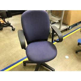 Blue cloth desk chair w/arms (10/19/21)