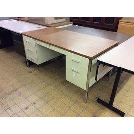 30x60 beige dbl pedestal steelcase desk 4/3/19