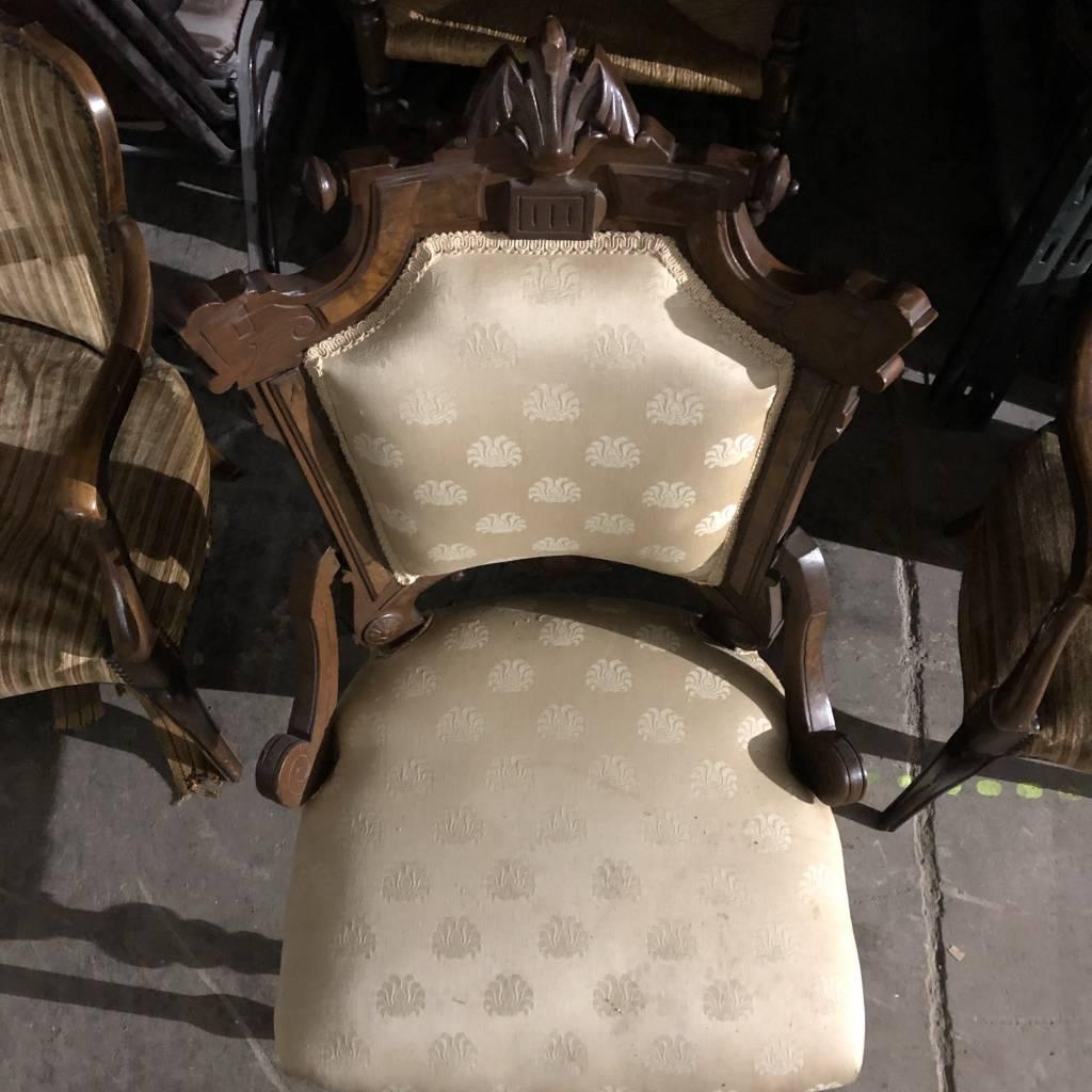Vintage Gothic-style Chair #BLU
