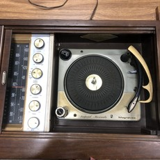 Imperial Micromatic Magnavox Record Player