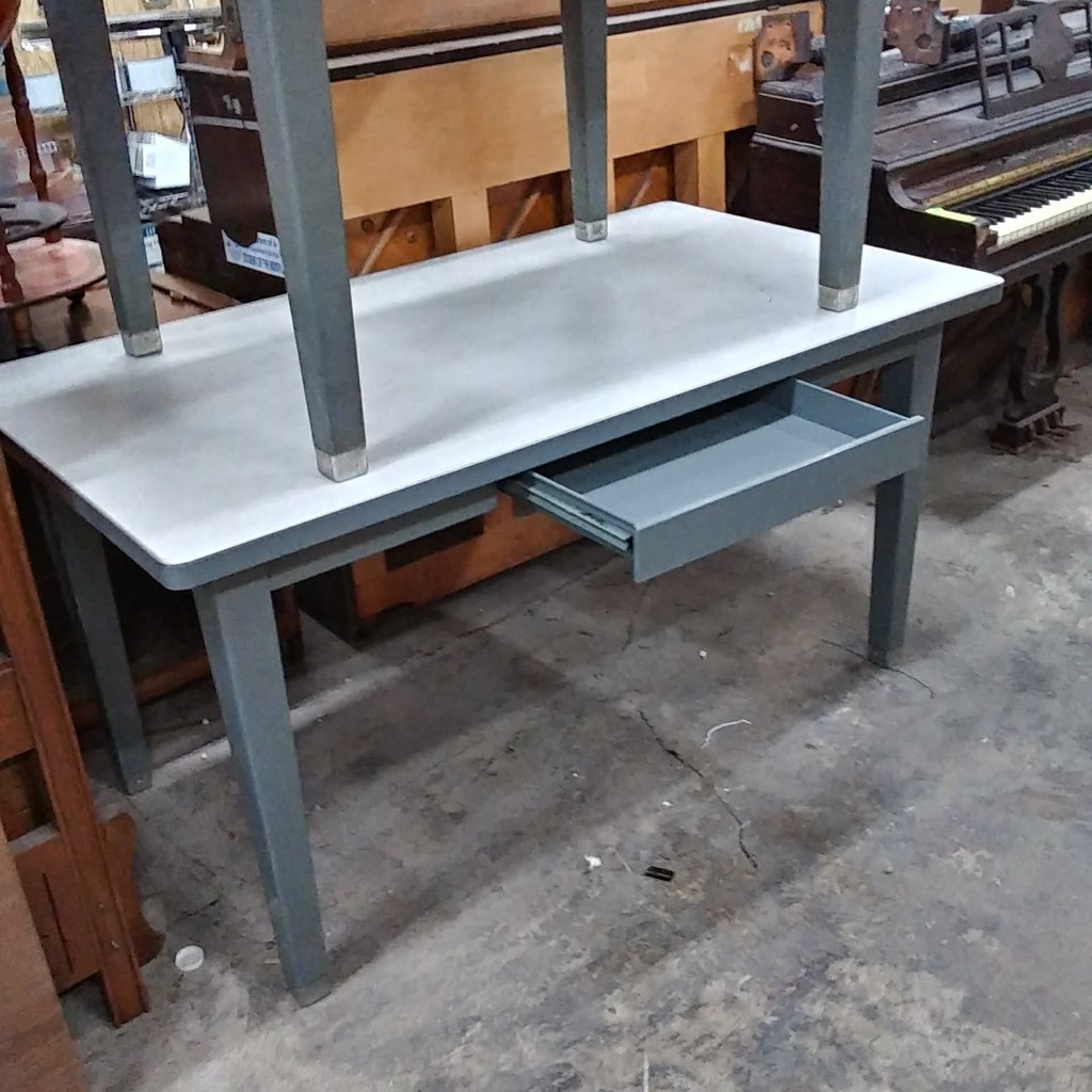 Metal Desk -w- Draw Storage