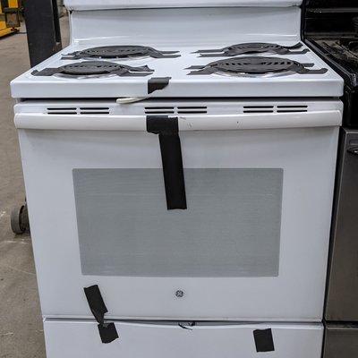 GE 30-in Freestanding Electric Range (White)