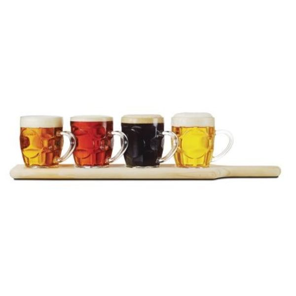 Ensemble de chopes à bière avec plateau de Brilliant