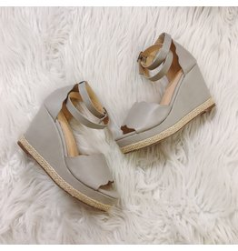 Raina Wedge