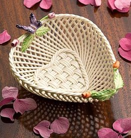 DECOR BELLEEK ROSE BUD HEART BASKET