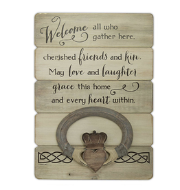 PLAQUES, SIGNS & POSTERS CLADDAGH WELCOME PALLET ART
