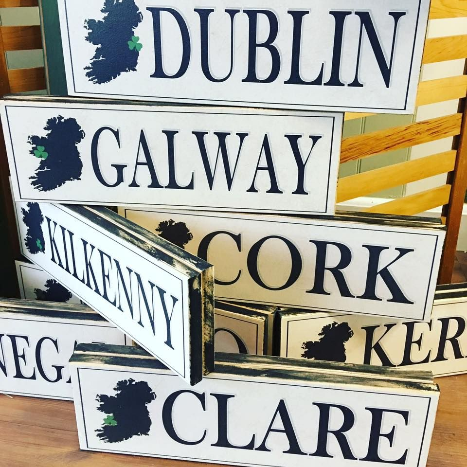 PLAQUES, SIGNS & POSTERS COUNTY SHAMROCK WOODEN SIGN