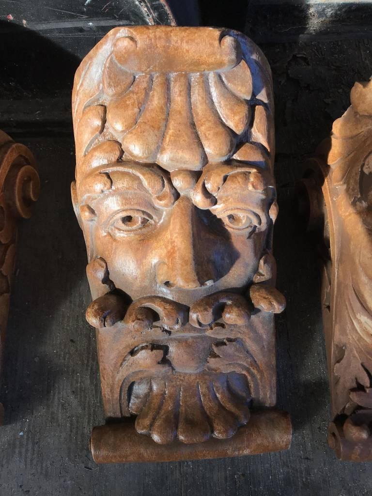 Kings Head Leaf Mouth