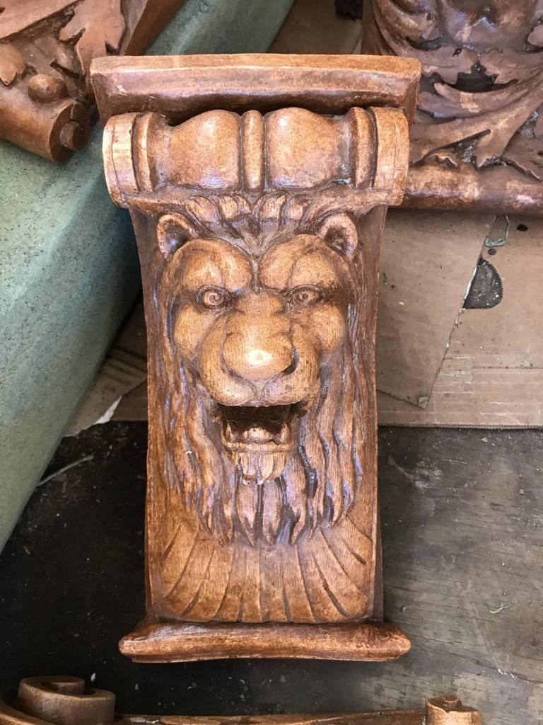 Wide Lion Kings Head Bracket