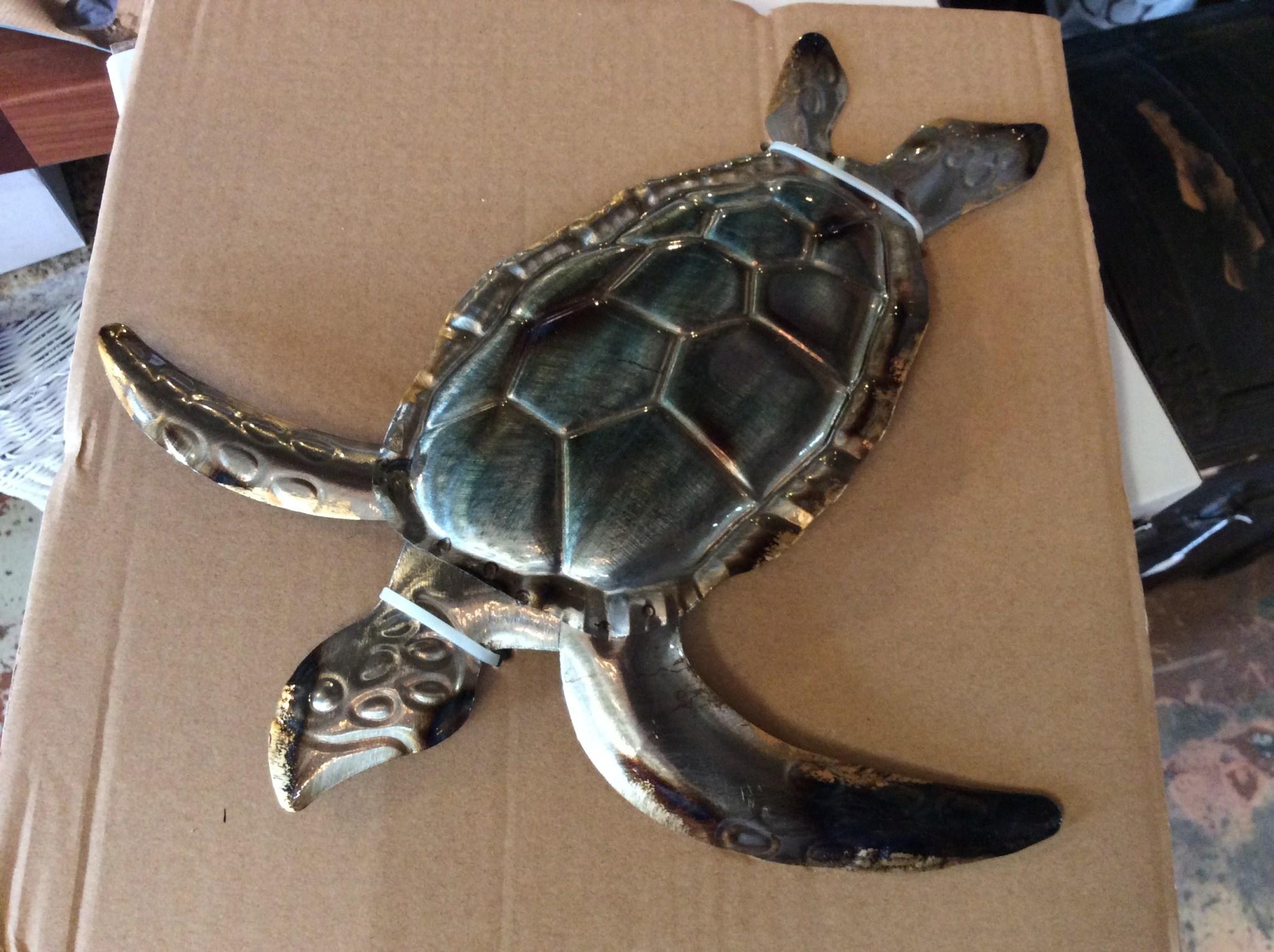 Silver tin wall turtle