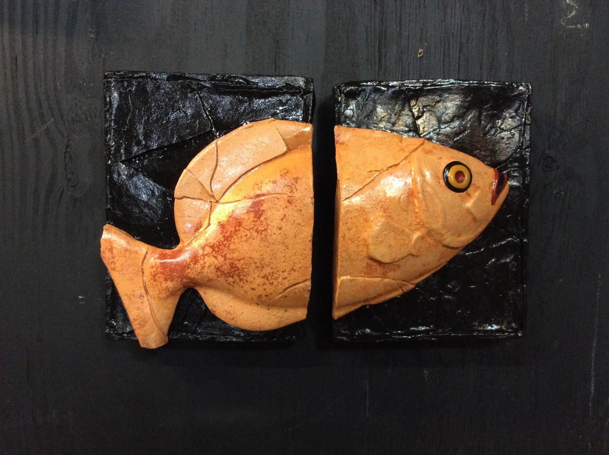 Cast stone 2 plaque fish orange