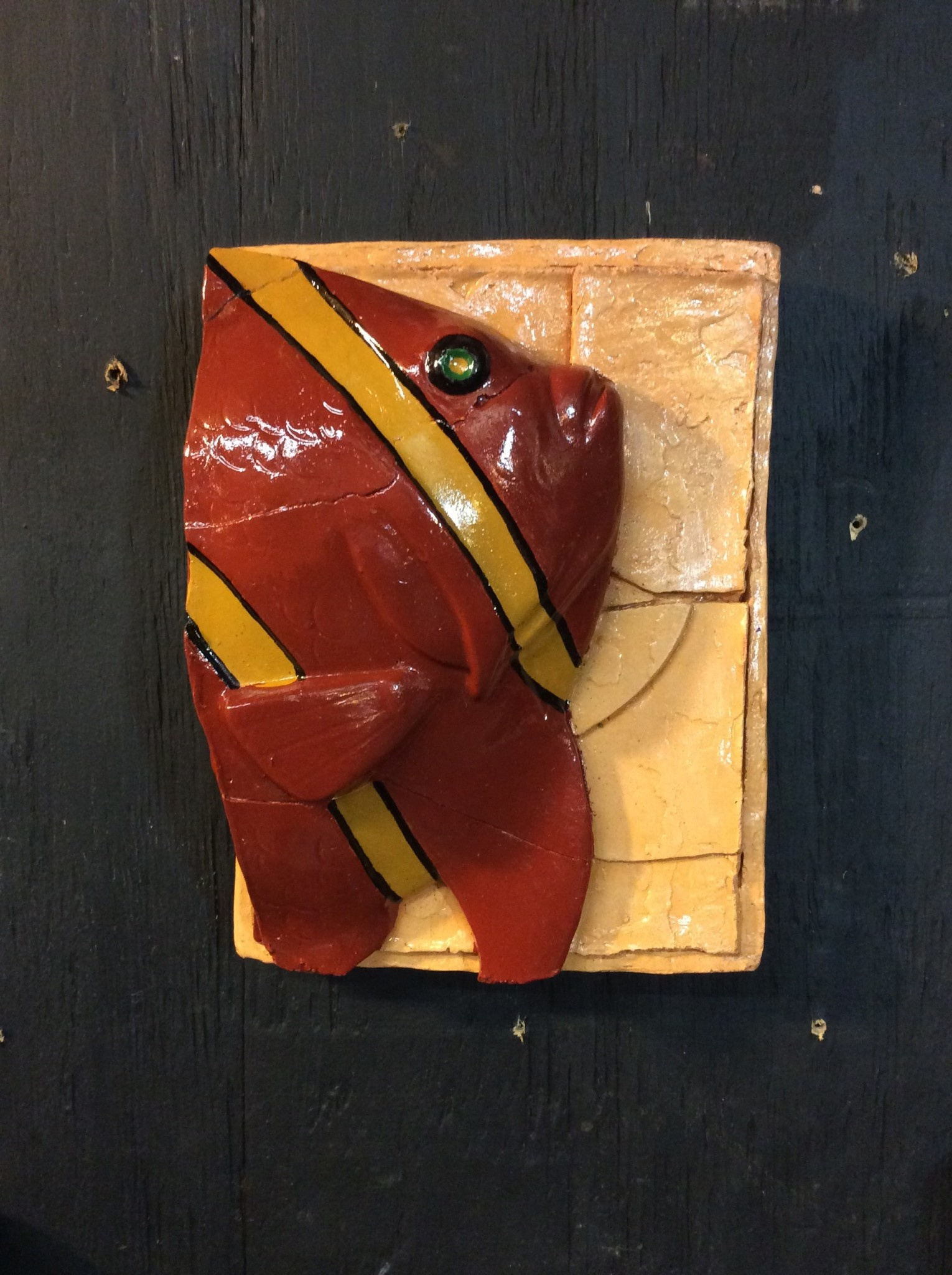 Cast stone single plaque fish red and yellow