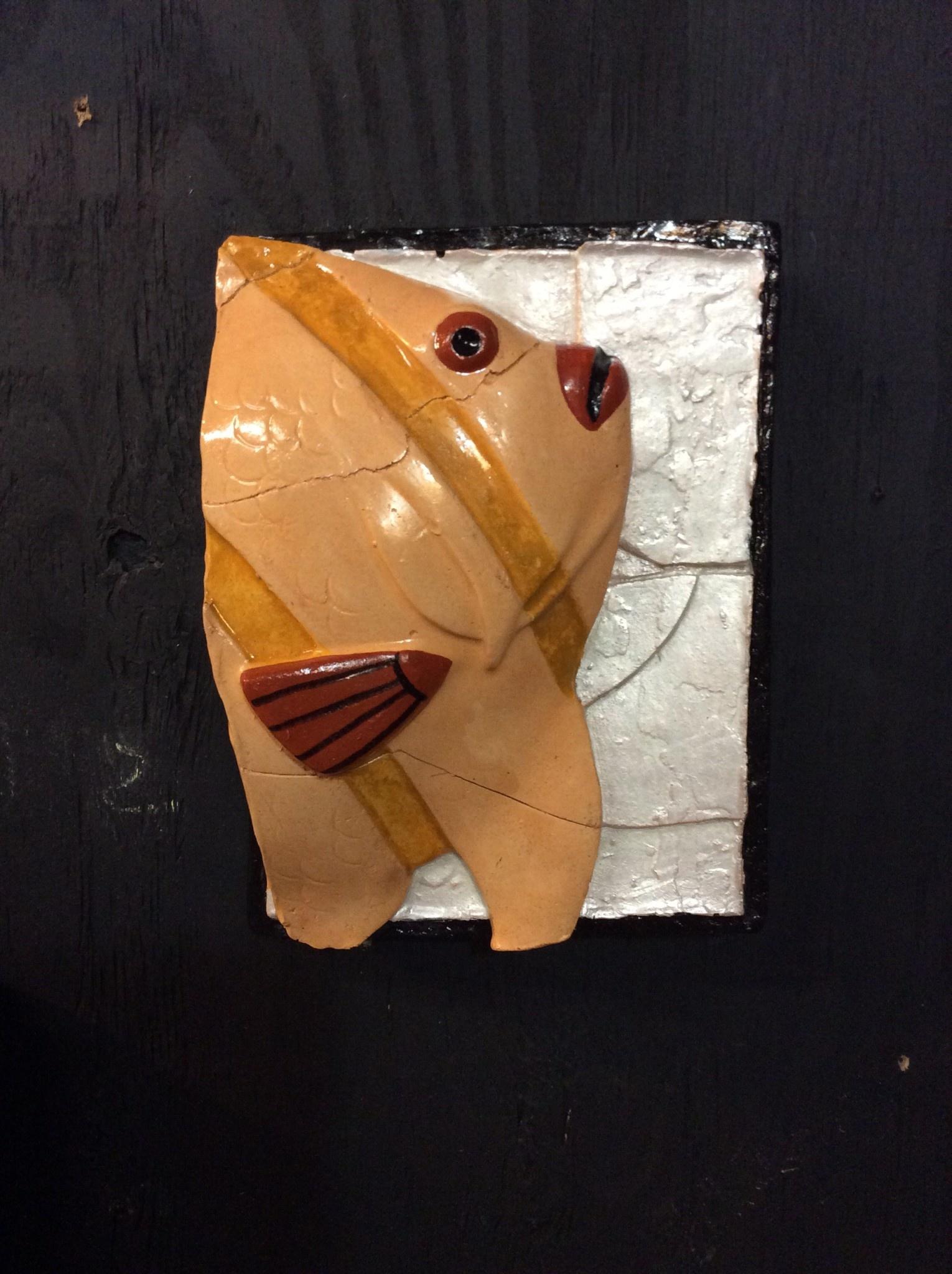 Cast stone single plaque fish yellow
