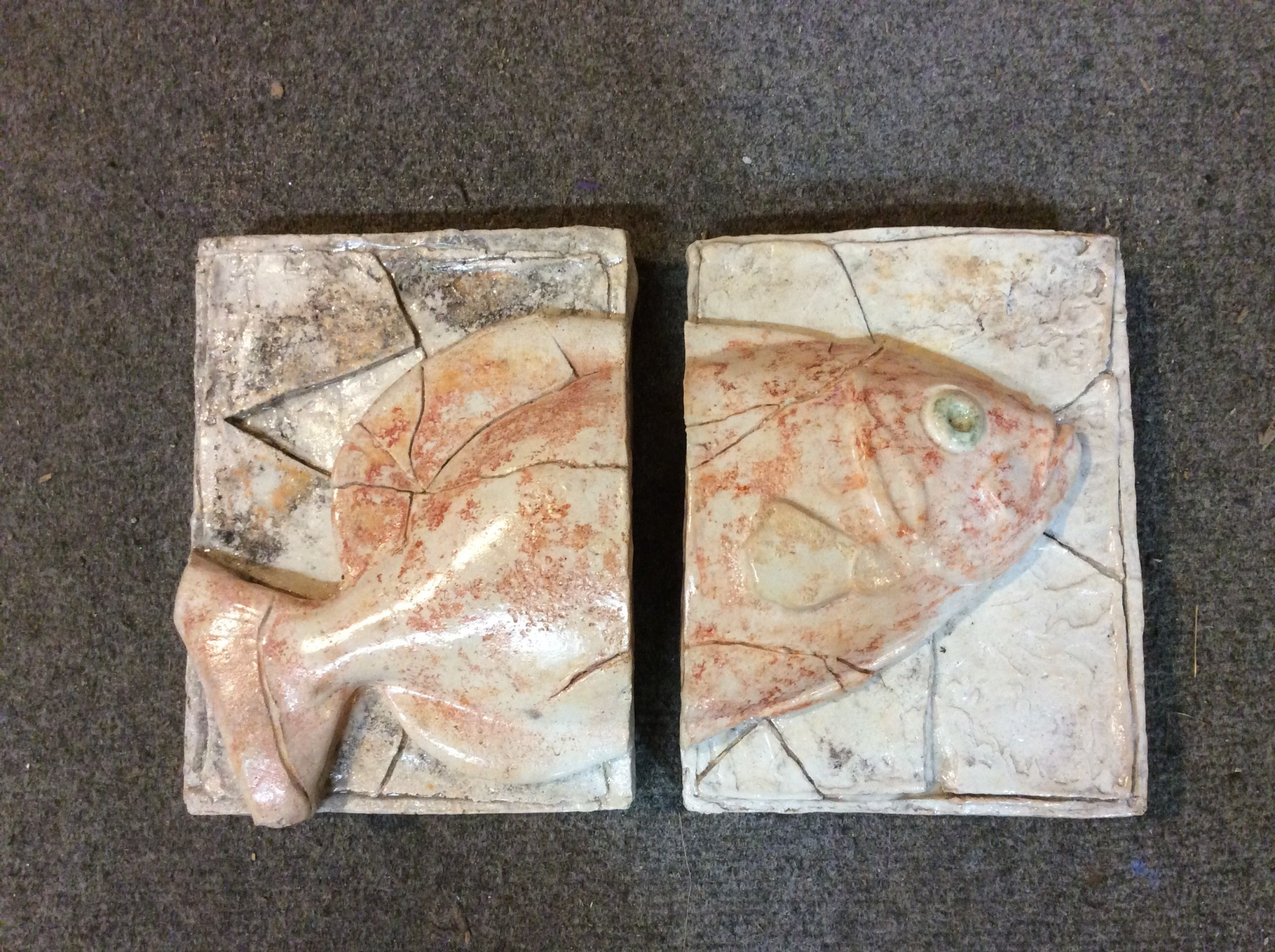 Cast stone 2 plaque fish white and red