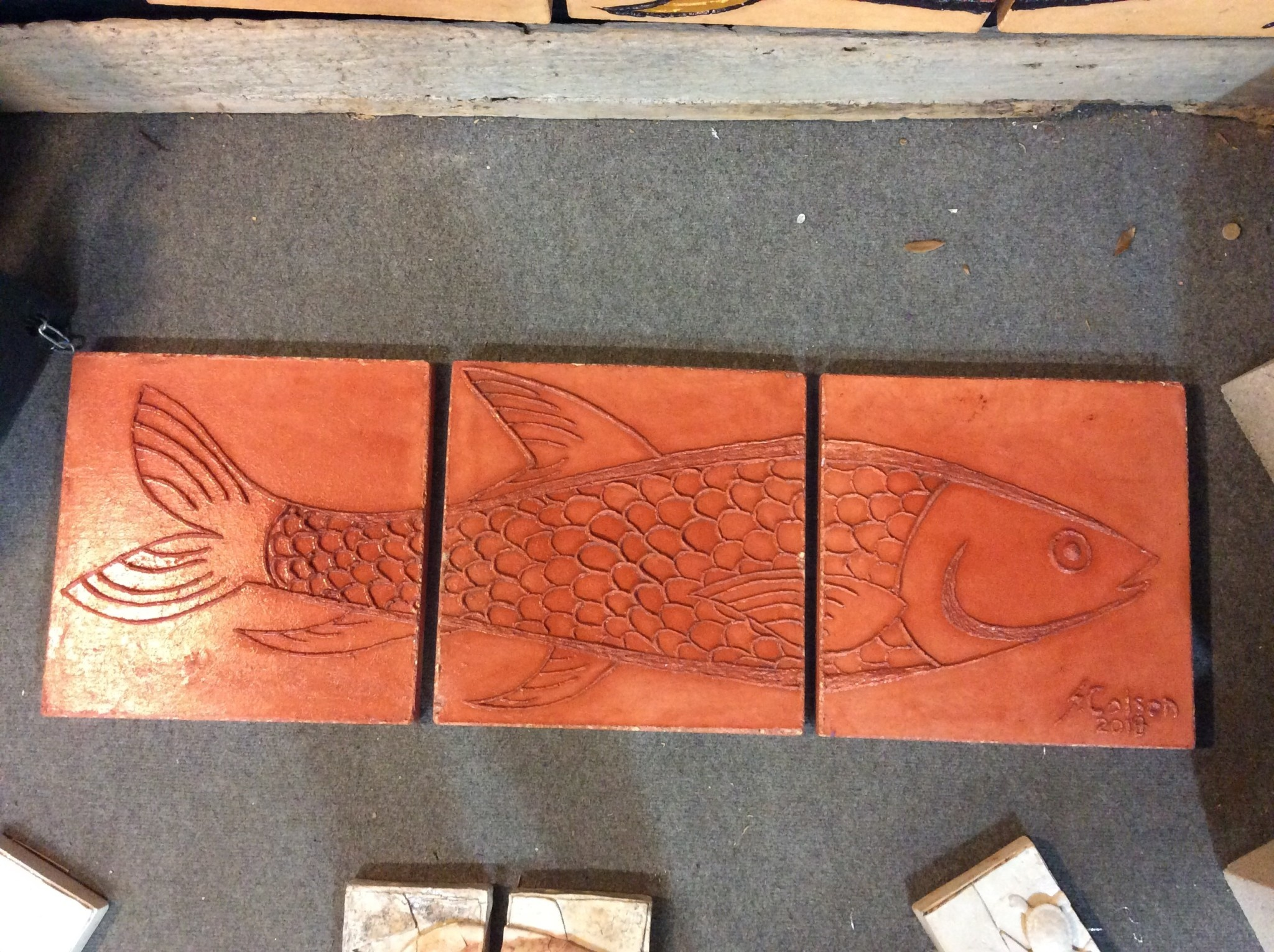 Cast stone 3 panel fish red