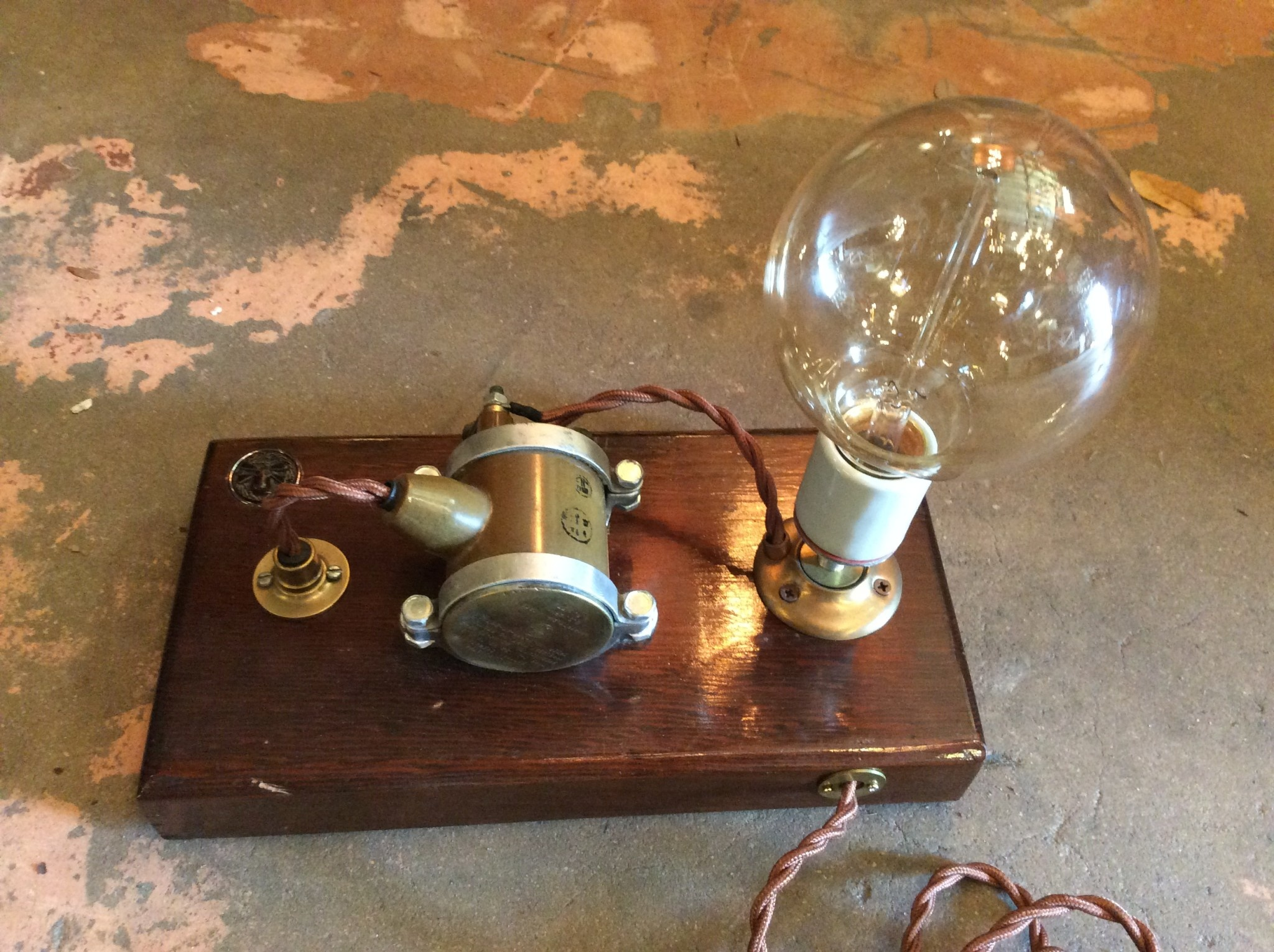 Capacitor lamp