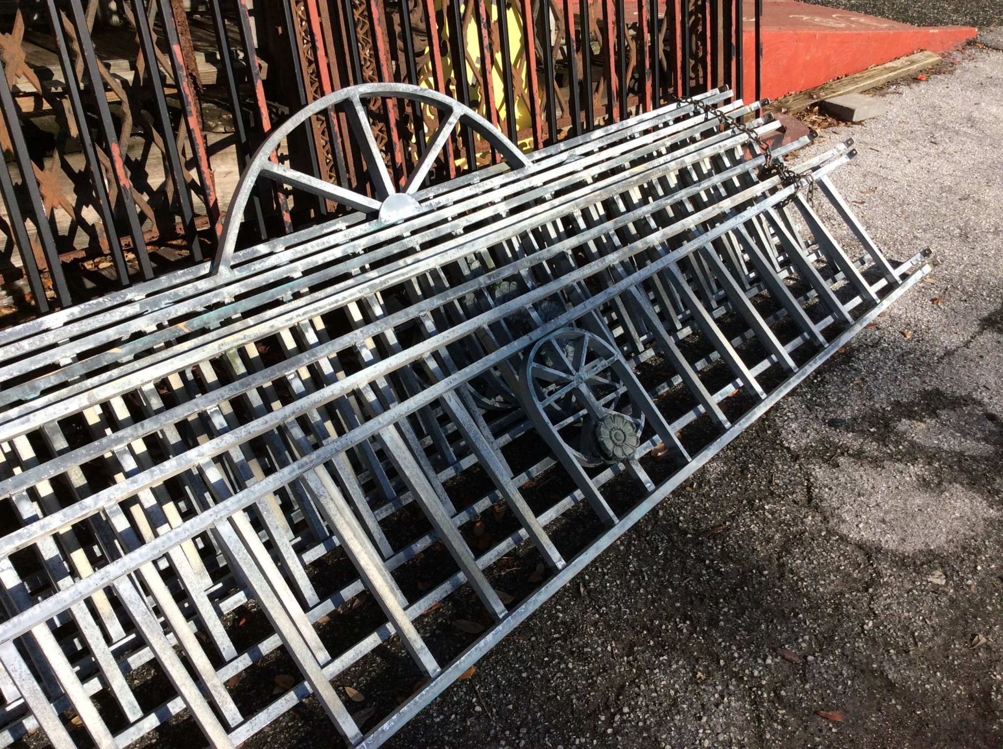 Aluminum fence railing with arch