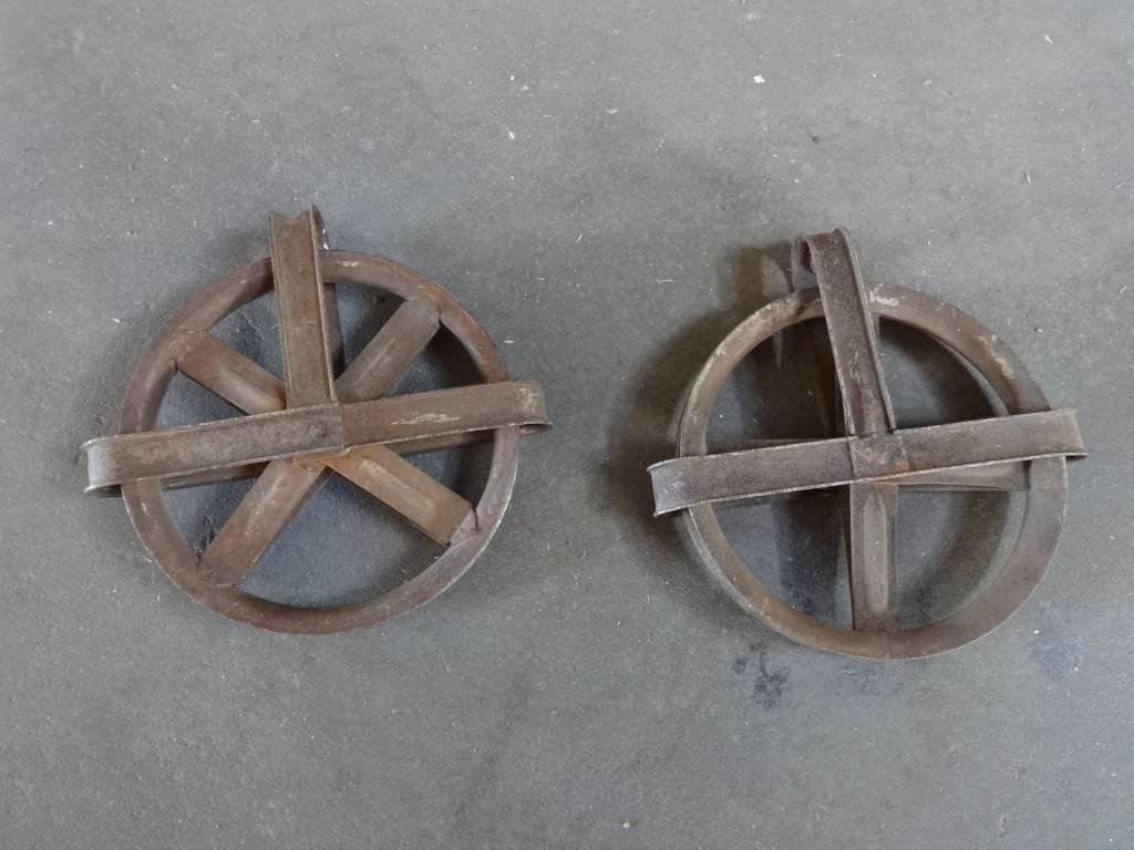 metal pullys