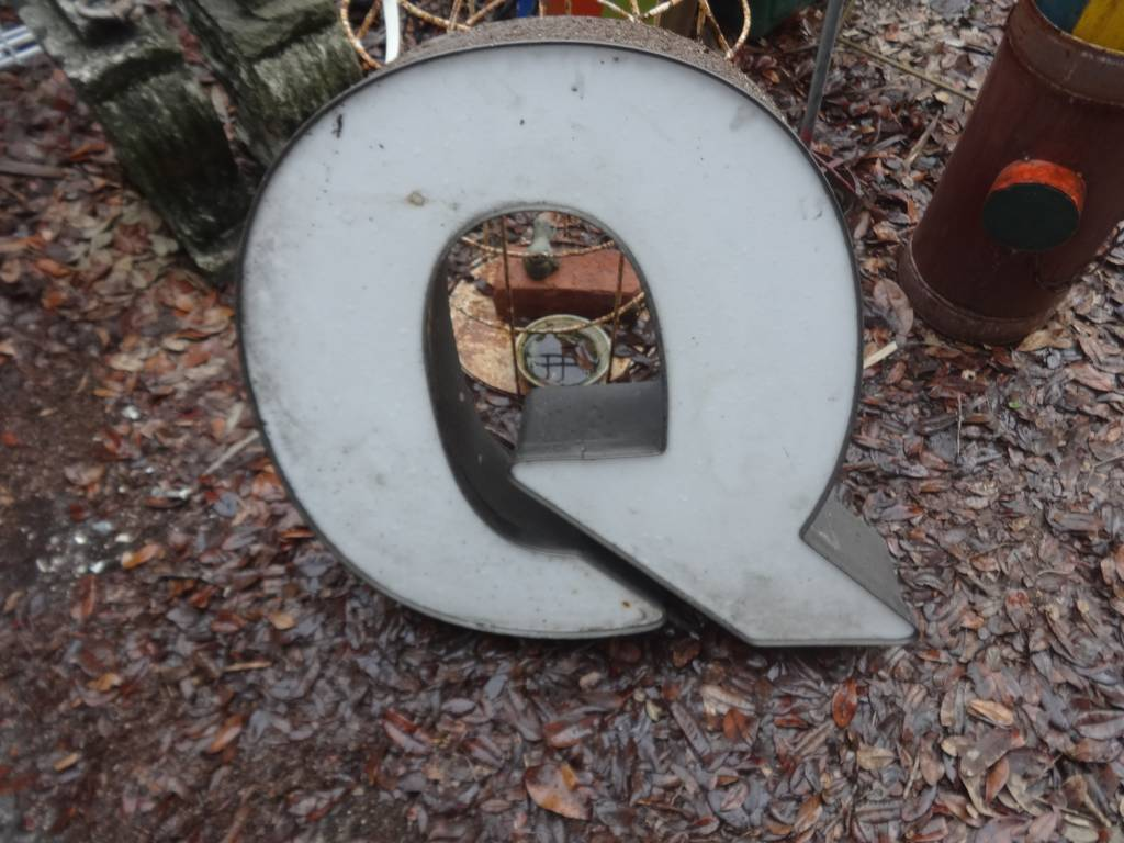 Channel Letter Q