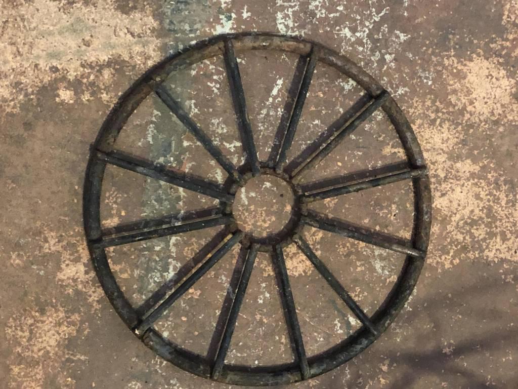 Round Iron Decor