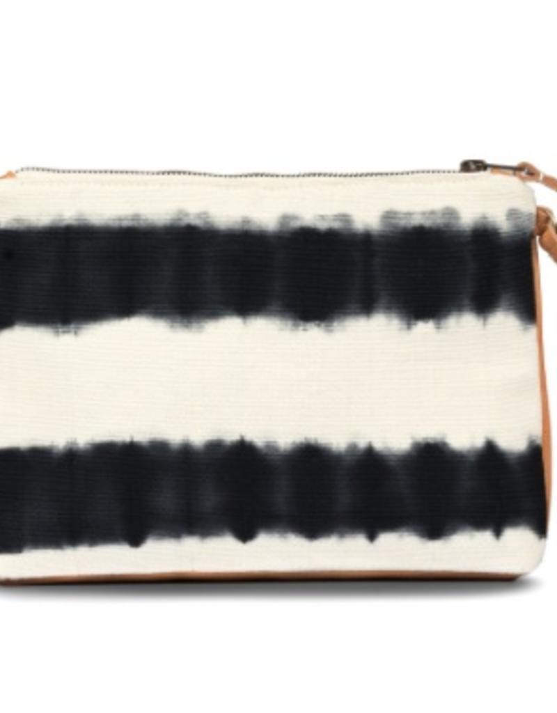 Bags Mercado Global - Carolina Clutch in Black Hand-Dye