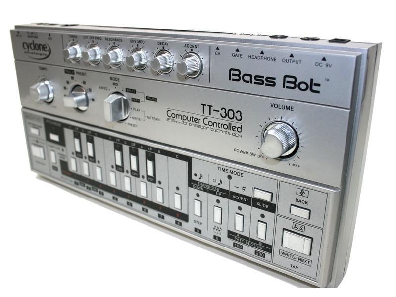 Cyclone Bassbot TT-303, USED