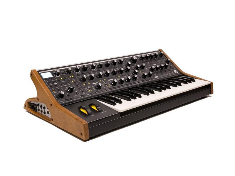 Moog SubSequent 37 Standard