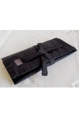 della Q Tri-Fold Circular Case, Black