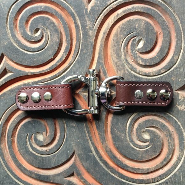 Closure Lisbon Leather Trigger Lock - Chocolate Brown