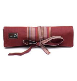 della Q Crochet Hook Roll, Red