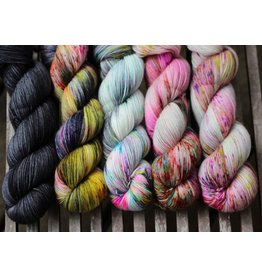 For Yarn's Sake, LLC Fading Point Wrap Kit, Black Pearl Electric (Jilly)