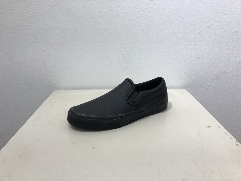 Vans Slip On Classic Shoe - Black Leather