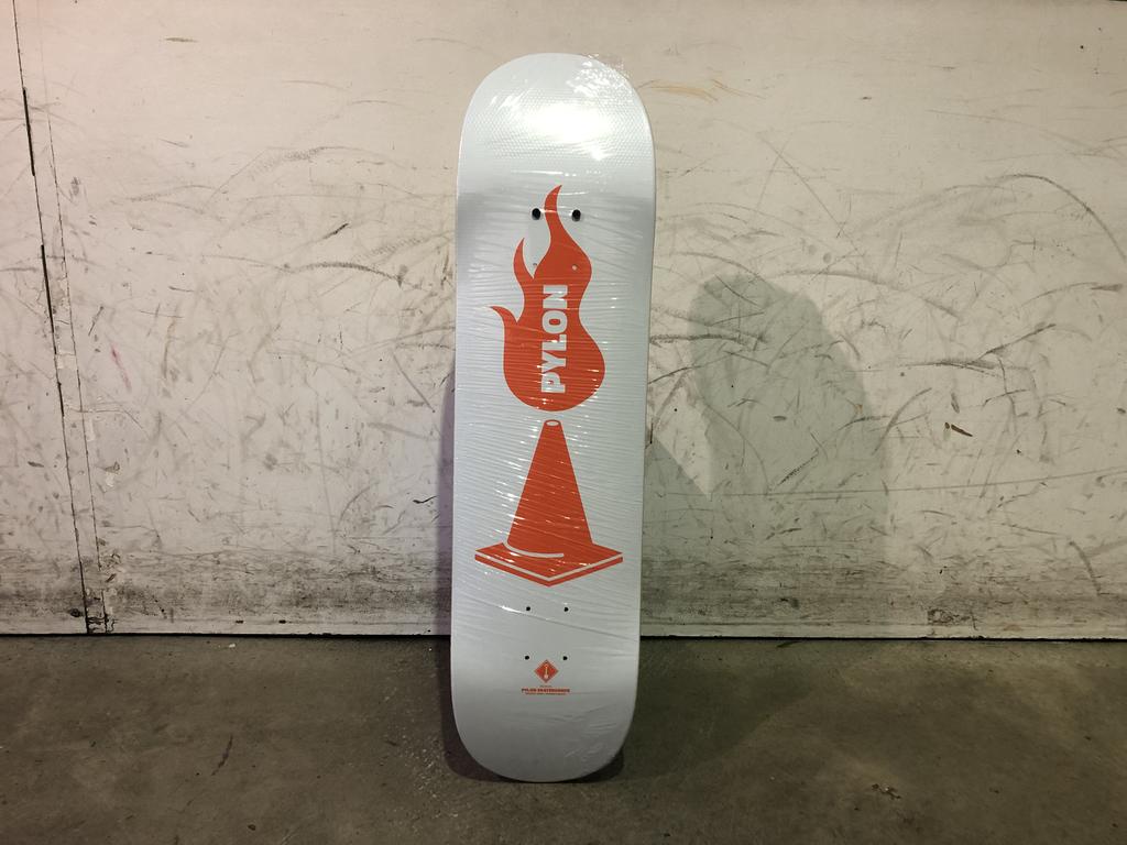 Pylon Skateboard - Shovel 8.0