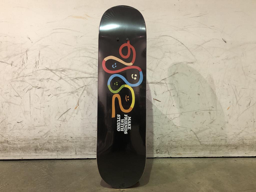 Studio Skateboard 8.25 - Friends