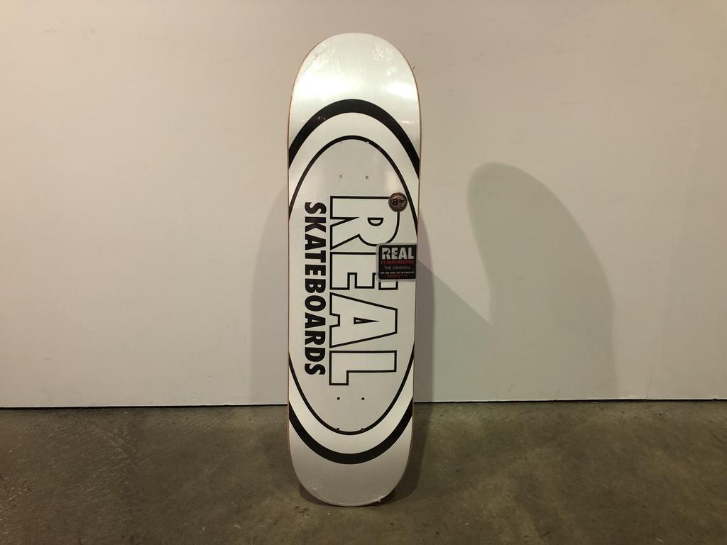 Real Skateboard 8.38 - Team Classic Oval