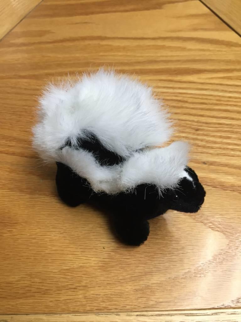 Finger puppet skunk