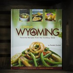 Farcountry Press A Taste of Wyoming: Favorite Recipes from the Cowboy State