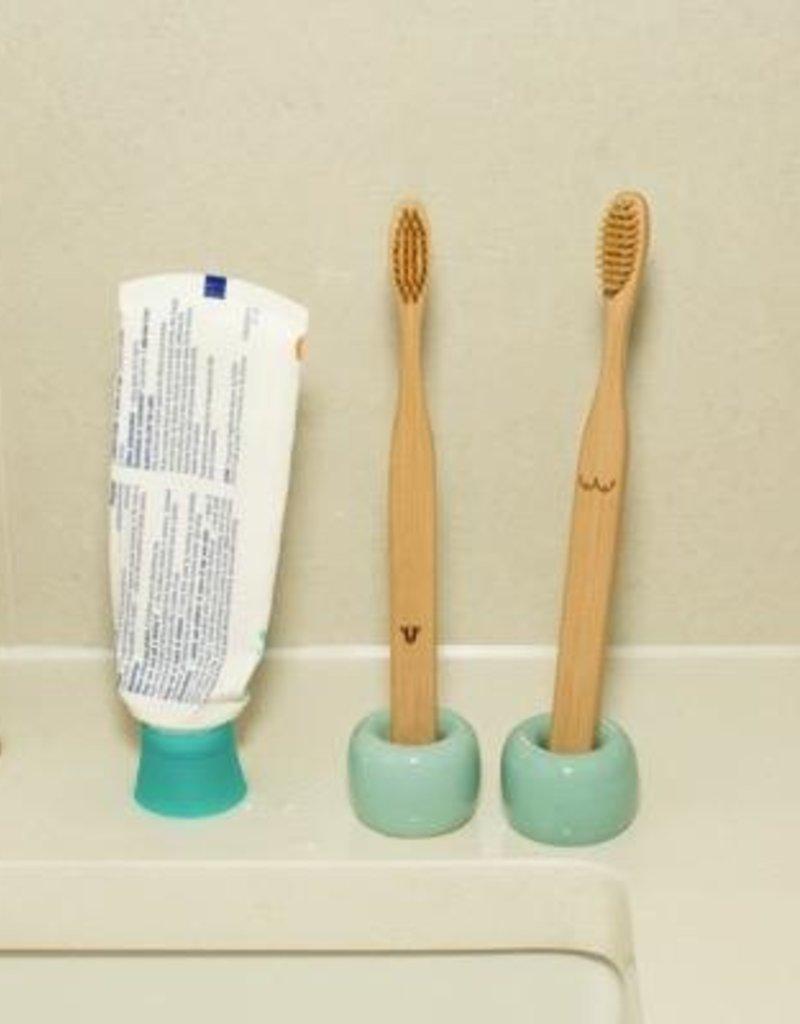 Kikkerland Nudies Bamboo Toothbrush Set