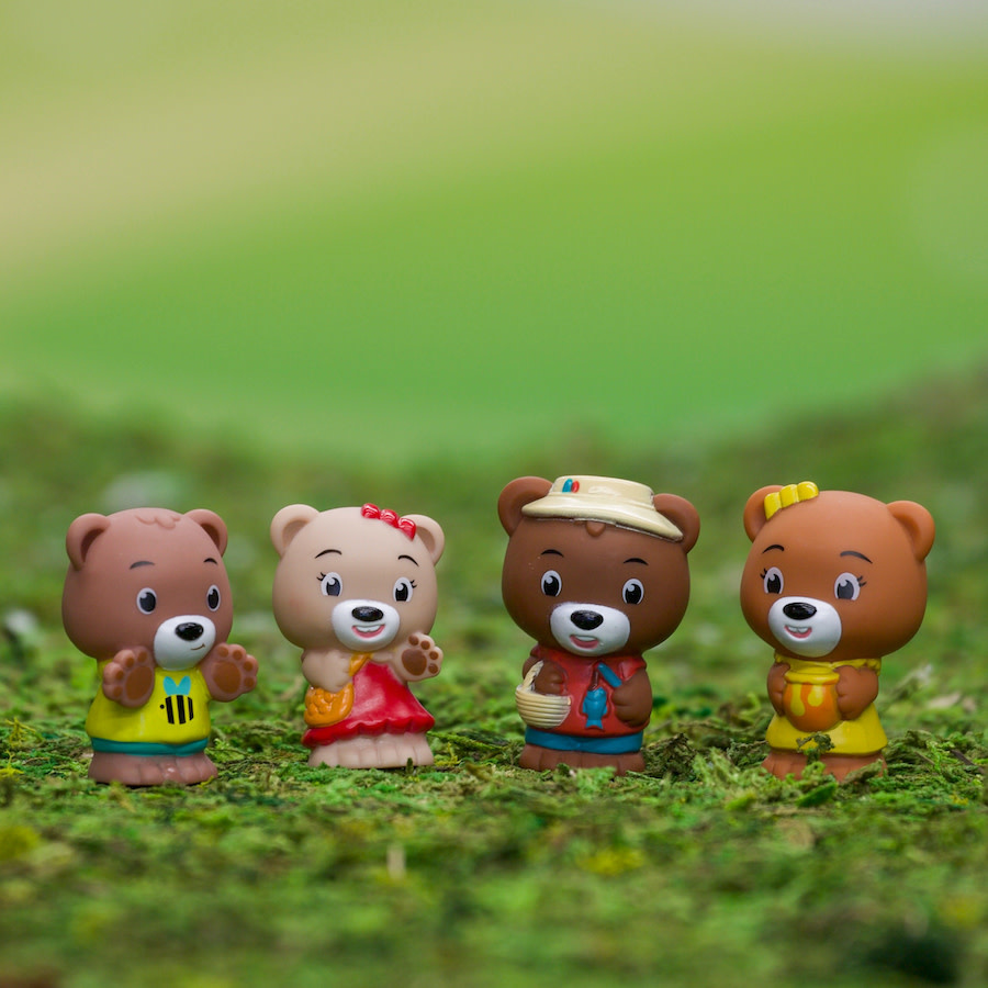 Fat Brain Toy Co Timber Tots Family of 4 Pawpaw