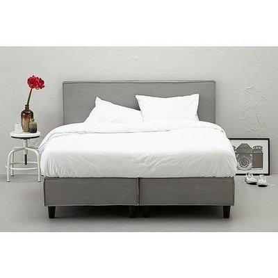 Hay bed gray