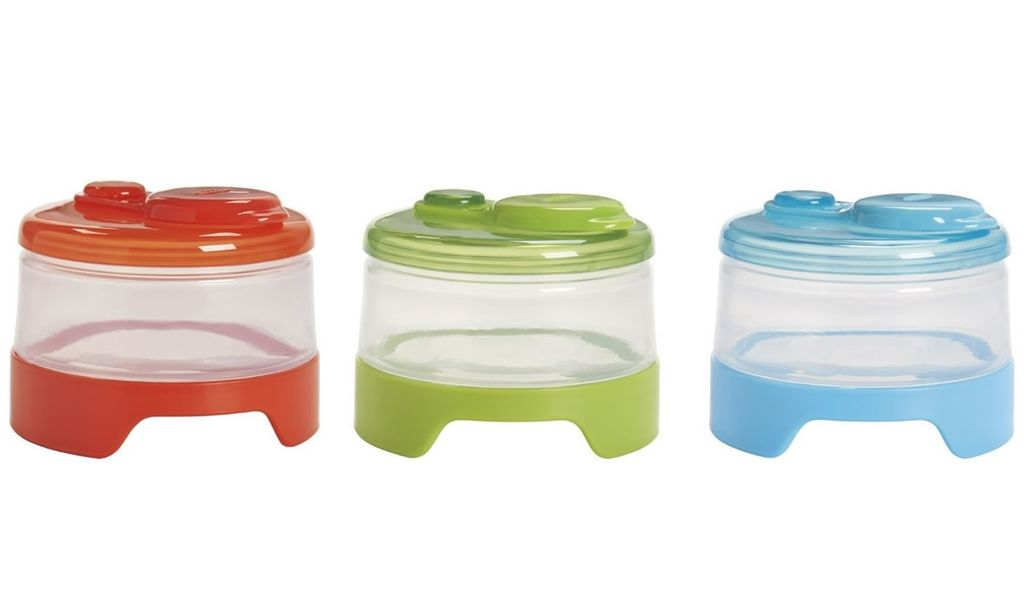 feeding OXO stackable formula containers 3pk